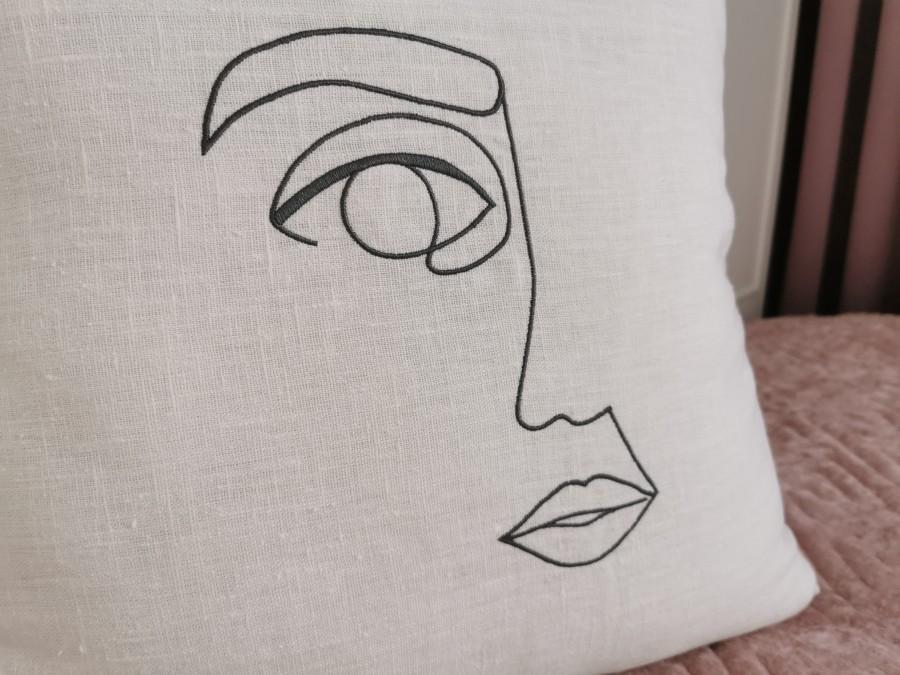 Dekoratyvinė lininė pagalvėlė LADY